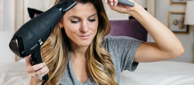 Come aumentare il volume dei capelli? Prodotti e accessori utili per la cura dei capelli